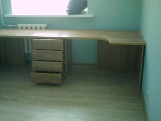 Мебель для детской. Стол.