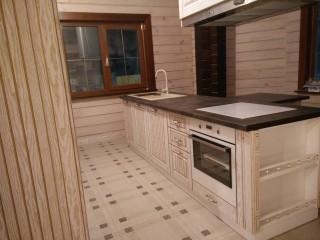 Кухня. Под духовым шкафом выдвижной ящик, в котором можно,например,хранить сковороды.Цвет фасадов - белый ясень с золотой патиной.Материал- МДФ в плёнке ПВХ.