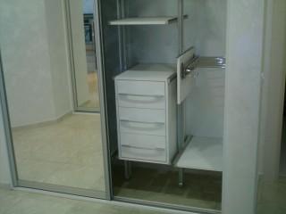 Стеллажная система ARISTO позволяет моделировать внутреннее пространство шкафа по своему усмотрению.