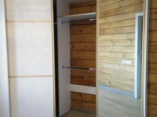 Встроенные доводчики дверей.